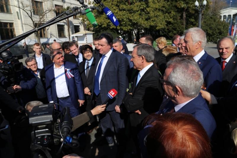 Леонид Слуцкий рассказал Лайфу о том, что понравилось французам в Крыму